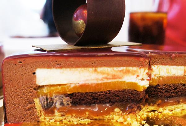Entremet de chocolate cortada Sergio Shidomi Home - World Chocolate Masters Barry Callebaut
