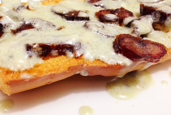 Crostini molho de gorgonzola e tâmaras - Crostini delicioso e fácil de fazer