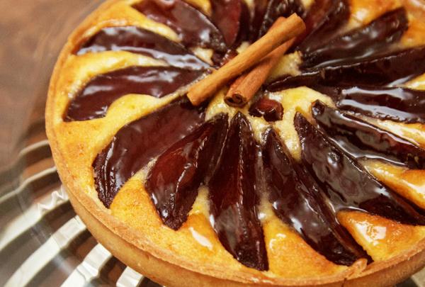 Torta de Pera com Creme de Amêndoas chef Flávio Frenkel foto Evandro Povh 9121 home - Receita de Torta de Peras