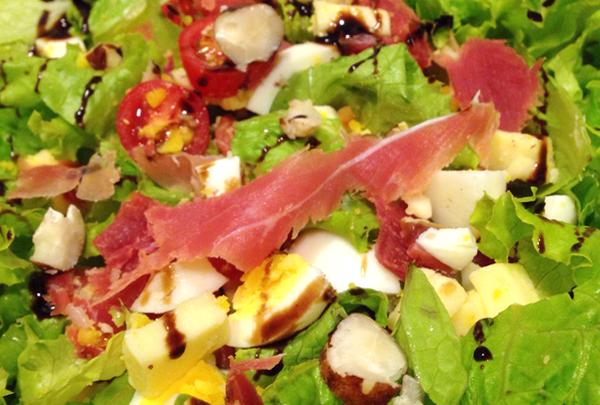 Salada Especial foto Cuecas na Cozinha home - Salada Especial