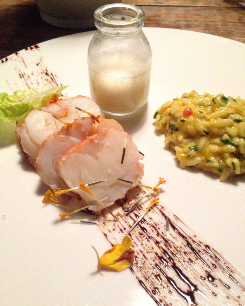 Restaurante Tereze Lagosta com risoto de moqueca  819x1024 - Hotel Santa Teresa - restaurante Térèze