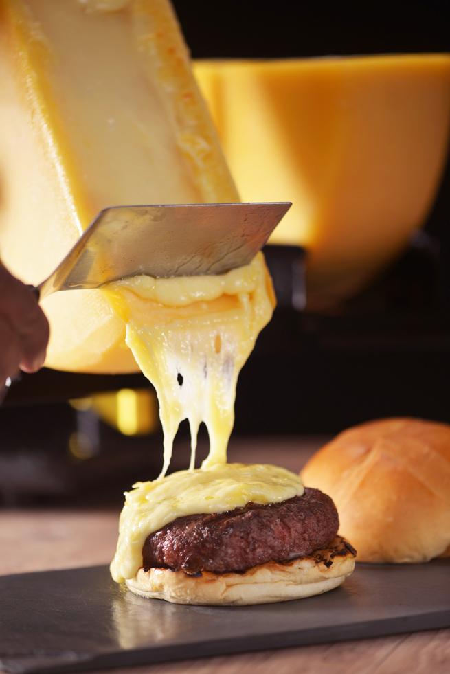 Hamburguer com queijo  de Raclete Stunt Burger Crédito Maristela Acquaviva - Hambúrguer com queijo