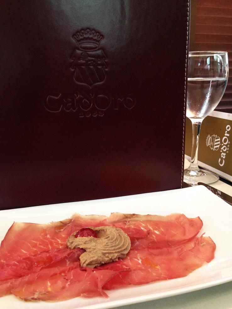 cadoro-hotel-e-restaurante-_bresaola_foto-cuecas-na-cozinha