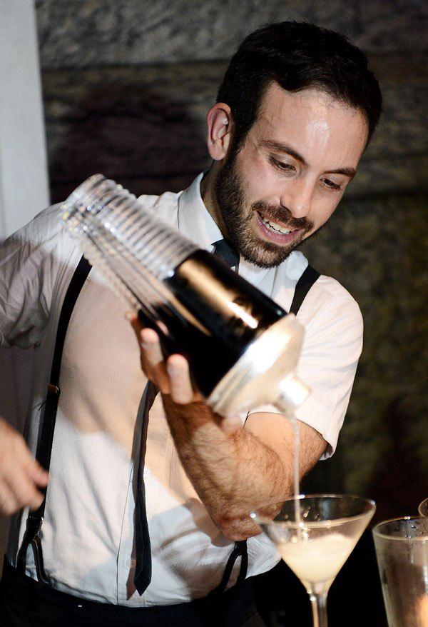 Futuro da Coquetelaria  Tim Philips Bartender Year 2012 left - Futuro da Coquetelaria