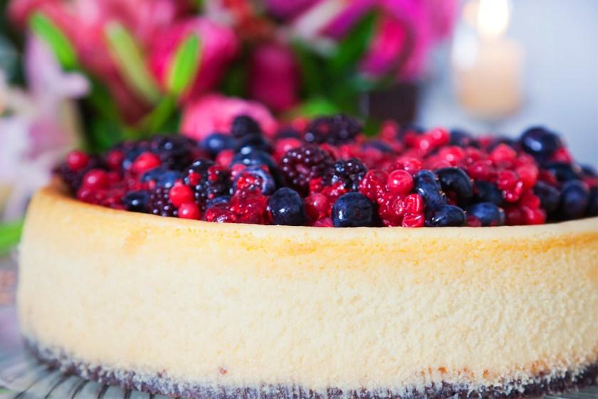 Dicas para Ceia de Ano Novo  cheesecake de chocolate branco com frutas vermelhas - Dicas para Ceia de Ano Novo