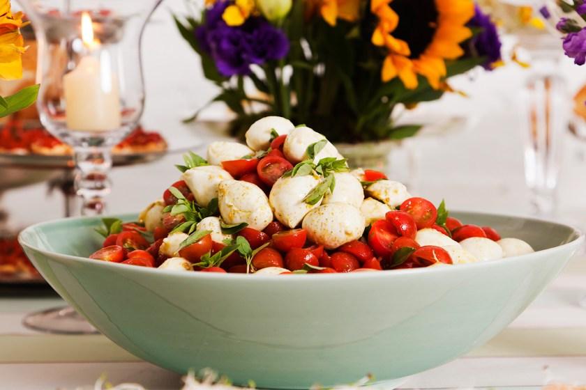 Dicas para Ceia de Ano Novo  salada de tomatinhos com mussarelinha ao pesto - Dicas para Ceia de Ano Novo