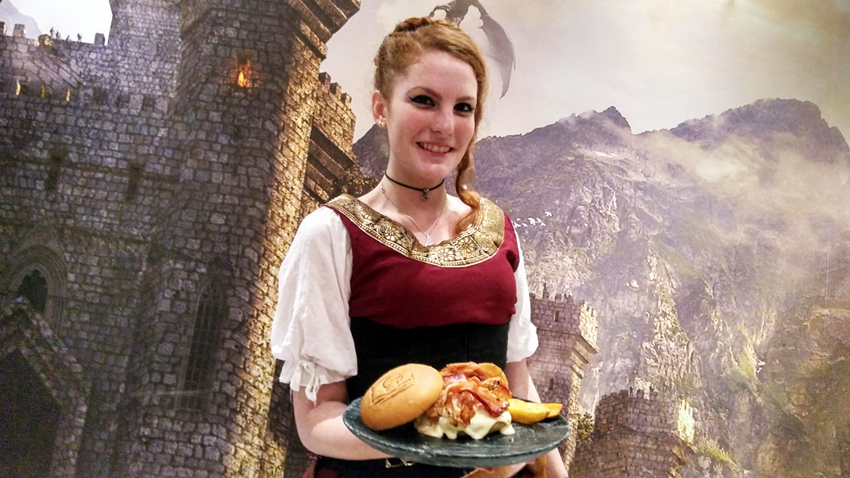 Taverna Medieval Garçonete em traje medieval - Taverna Medieval