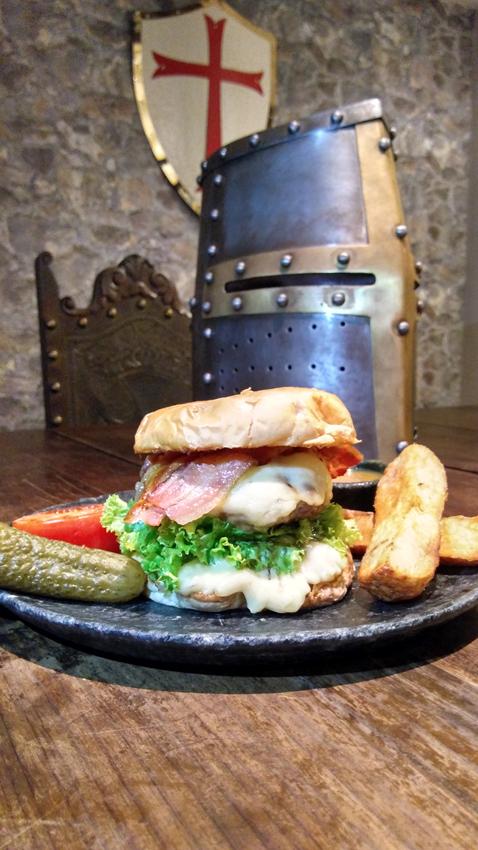 Taverna Medieval Ogro Burger  - Taverna Medieval
