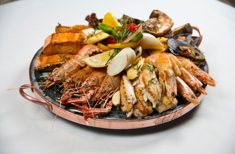 Casa Grande Hotel  Restaurante Atlantico Grelhado Misto de Frutos do Mar  - Casa Grande Hotel