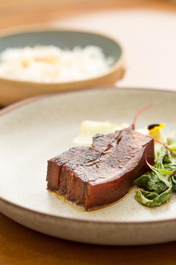 Extasia restaurante  Barriga de porco com mel especiarias gochujang e arroz de jasmin 2 - Extásia restaurante