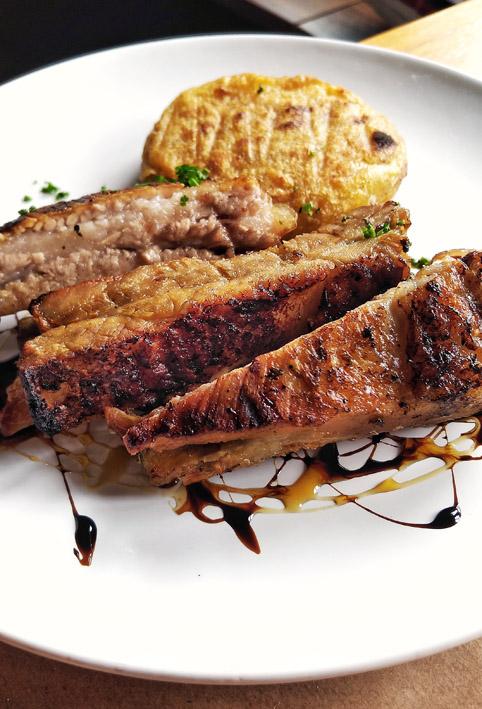 Kith Restaurante  Costelinha de porco com mandioca tostada - Kith Restaurante