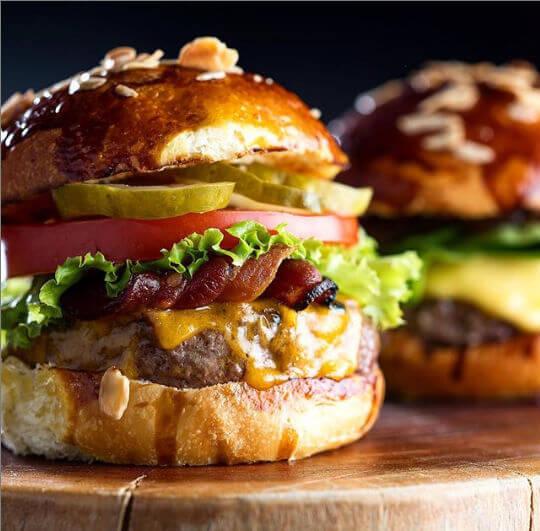 Hamburguerias que você precisa conhecer  Burger Table - Hamburguerias que você precisa conhecer