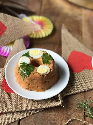 Festa Junina em Casa  Mini cuscuz de frango caipira com ovinho de codorna 5 - Festa Junina em Casa